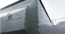confinement thermo rétractable sur échafaudage
